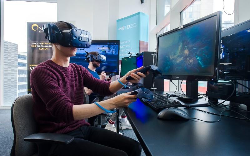 VR Headset HOST